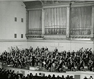 Photograph of Erich Leinsdorf and the BSO at Symphony Hall, 1964. Photographer unknown